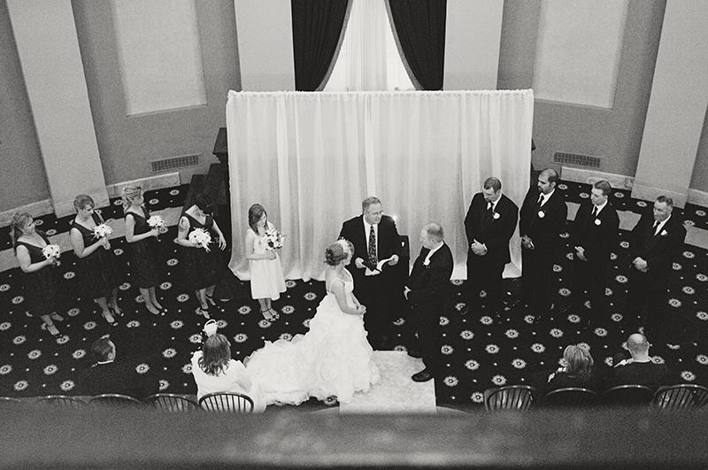 wedding ceremony at old dayton courthouse