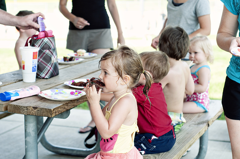 kids eating at a birthday party
