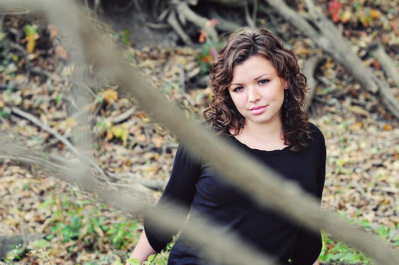 senior portrait in a dayton park